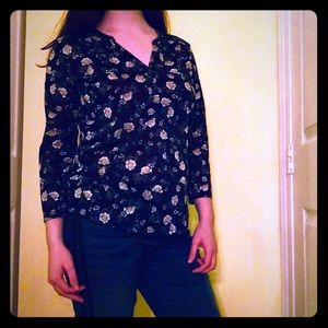 Dark blue blouse with daisies